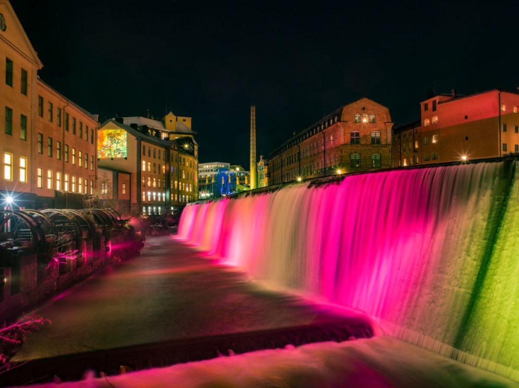Ljuskonst på vattenfall i Norrköping